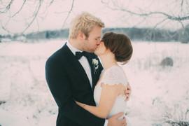 bröllopsfoto Västernorrland vinter kyss