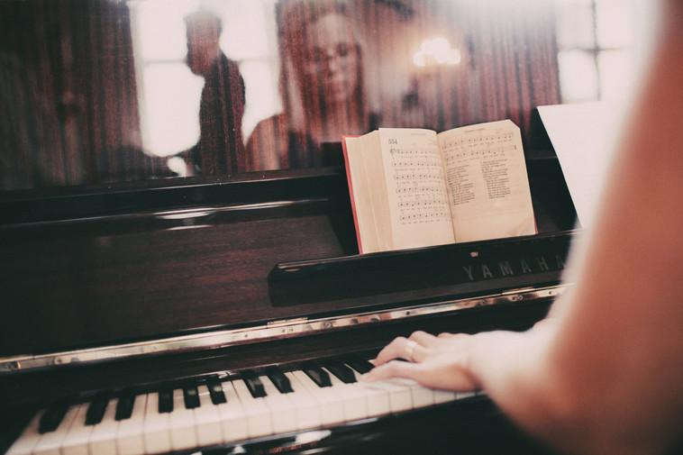 bröllopsfotograf piano Härnösand