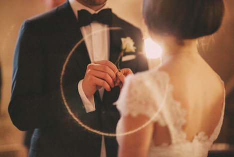 bröllopsfoto Sundsvall ringar