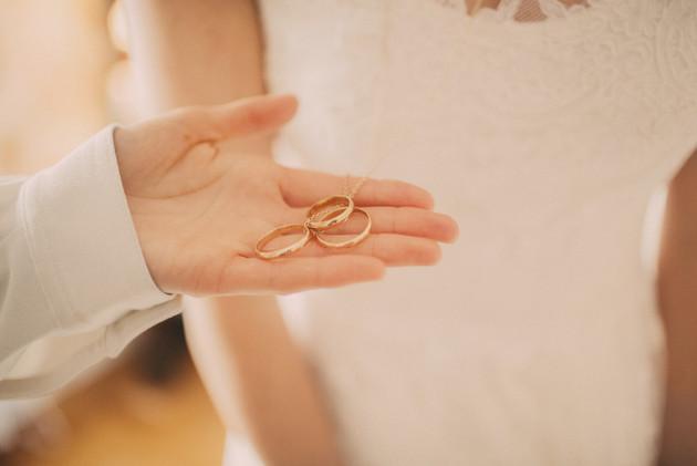 bröllopsfoto Västernorrland ringar