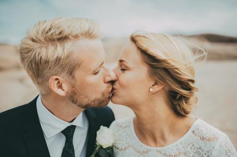 bröllopsfotograf kyss Härnösand