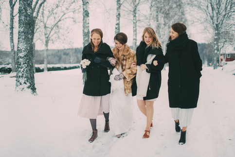 bröllopsfoto Västernorrland vinterbröllop vänner