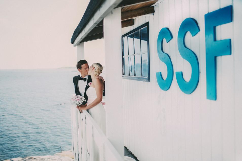 bröllopsfotograf Sundsvall båthus kyss