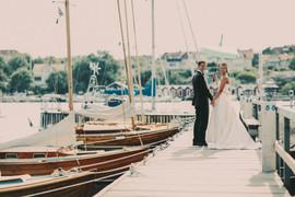 bröllopsfotograf Västernorrland brygga paraply