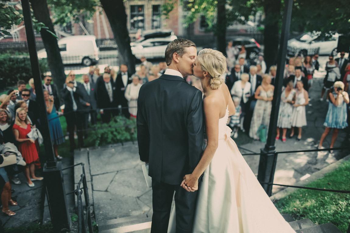bröllopsfotograf Sundsvall brudpar kyss