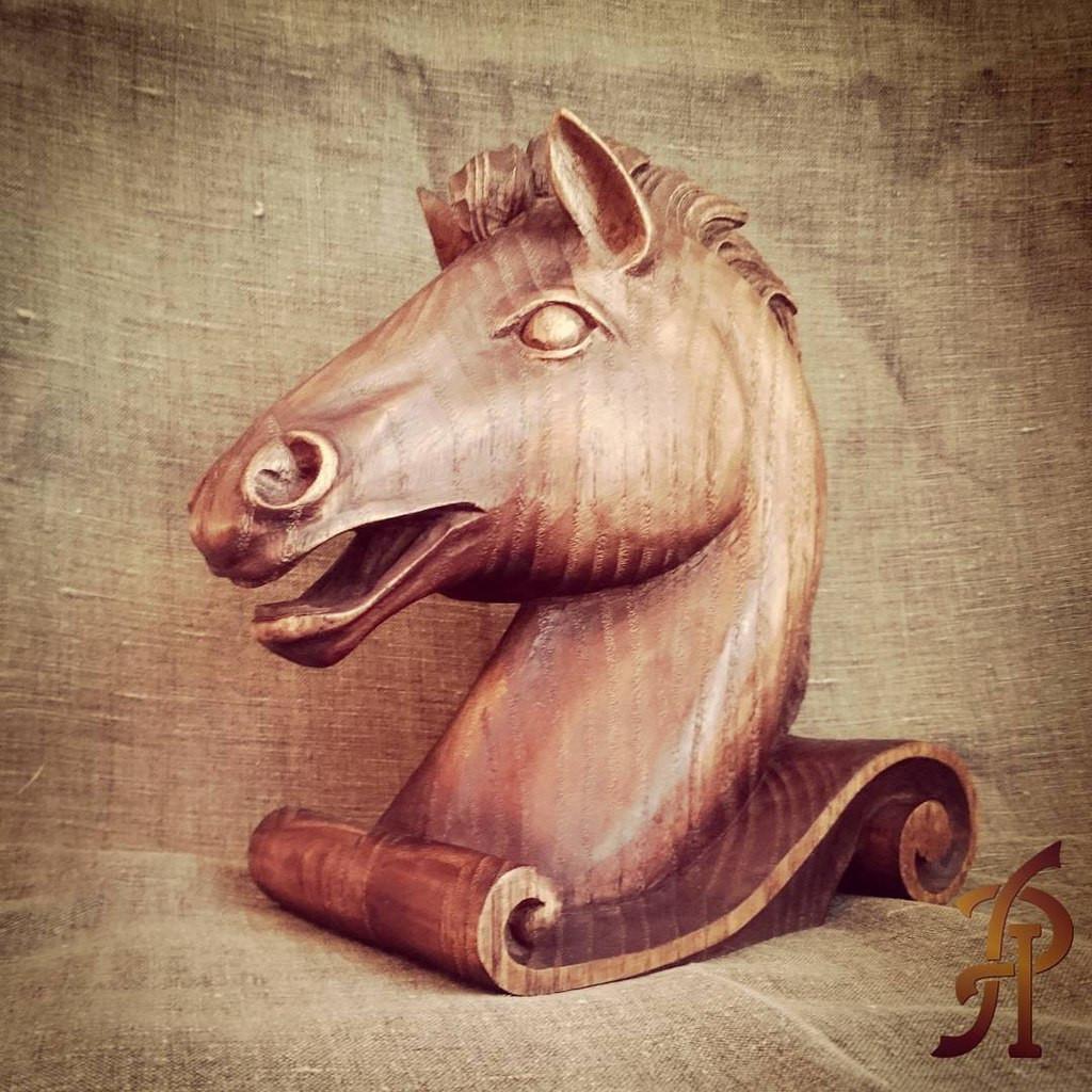 """скульптура """"Конь"""", каштан"""