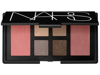 Top Makeup Palette for Travelling