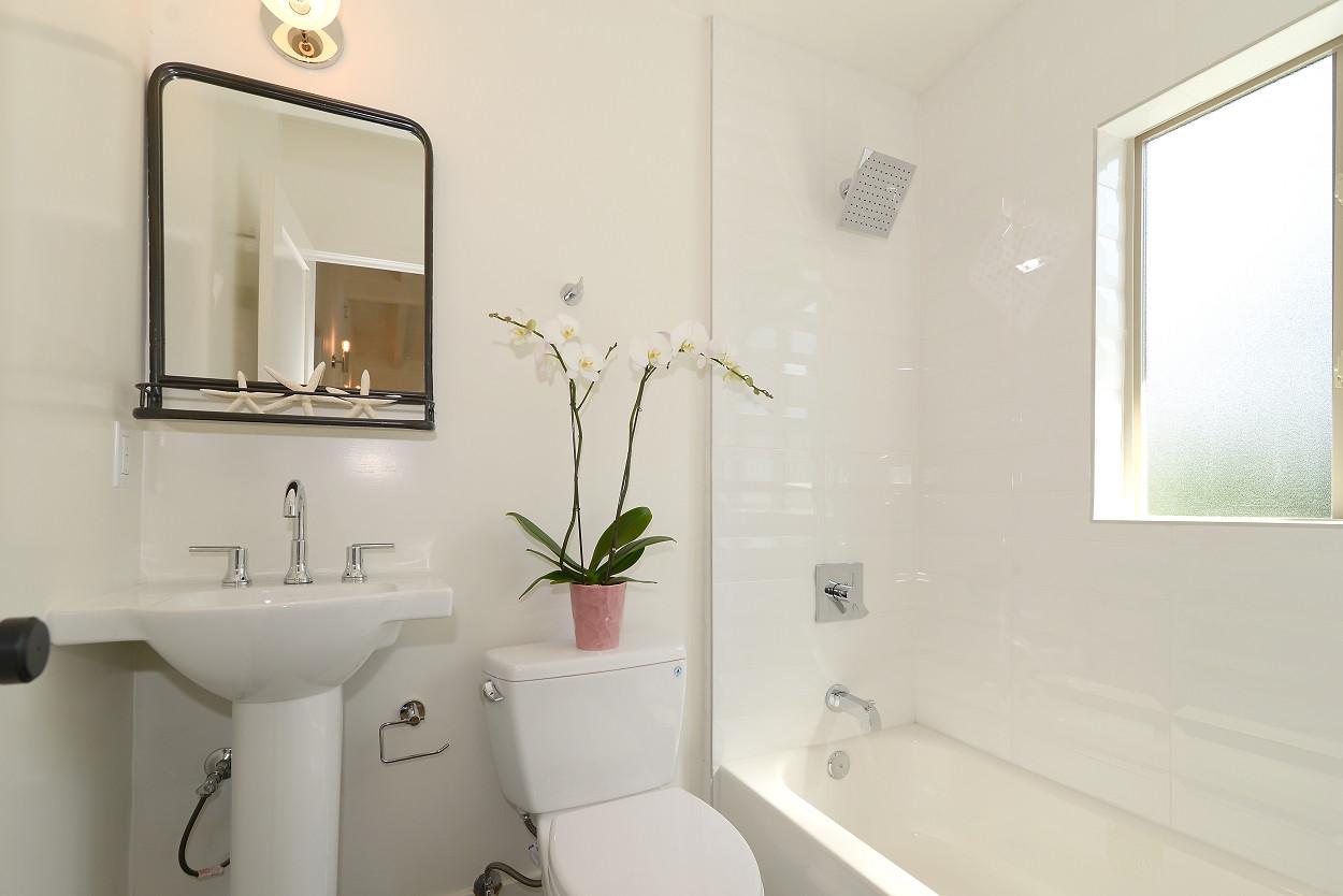 Ivy bathroom 2