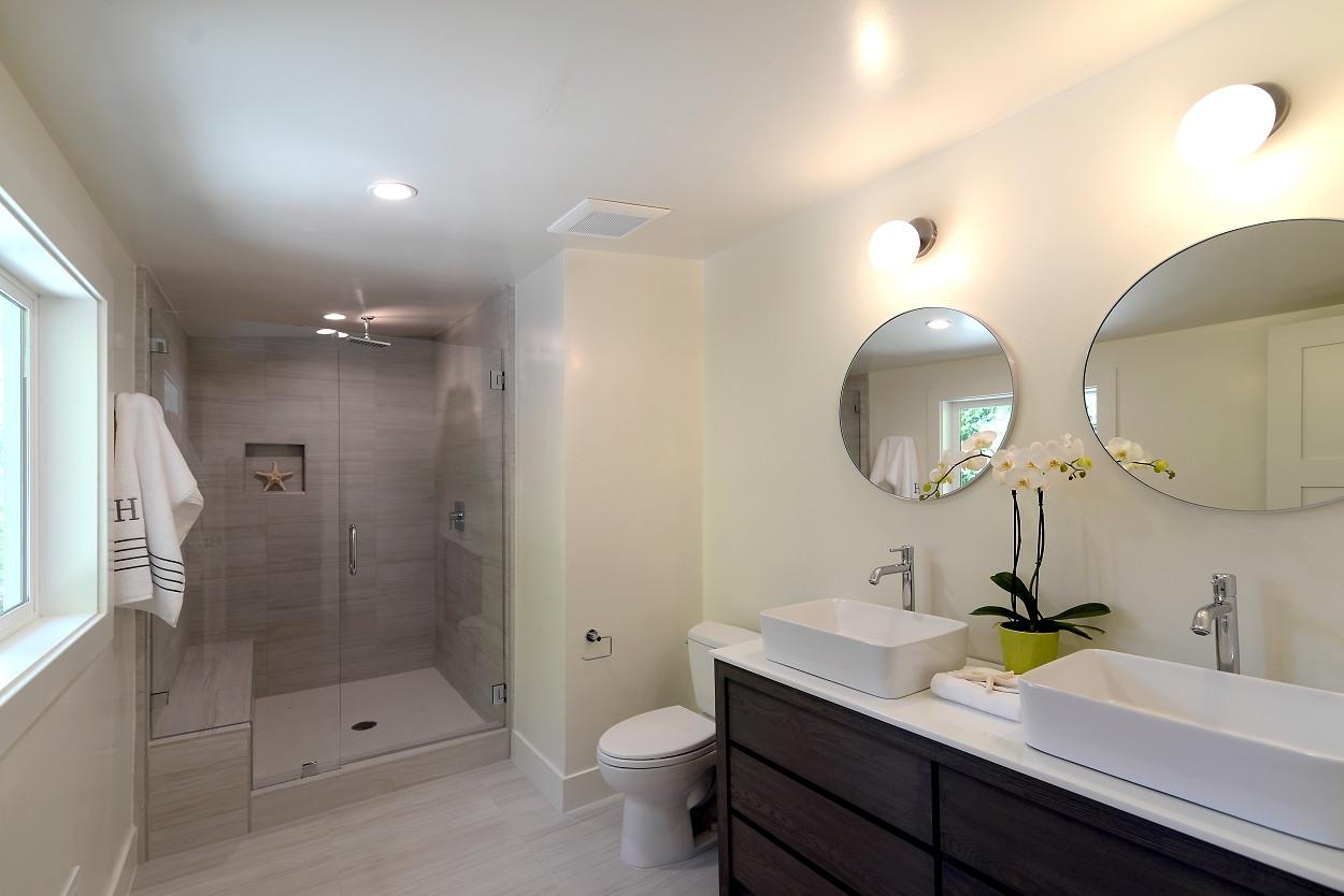 Ivy master bathroom 1
