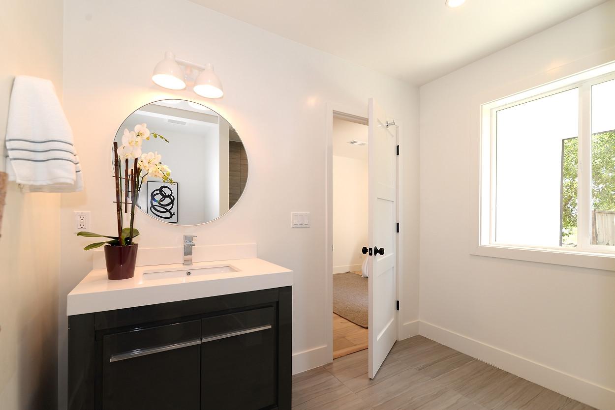 Ivy bathroom 3