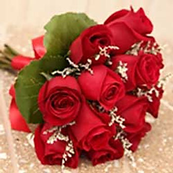 twelve.rose.handtied.jpg