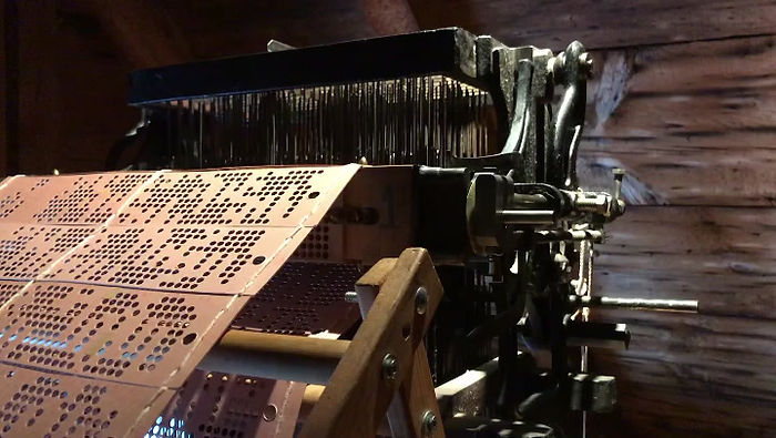 The 1860s Jacquard machine in motion.