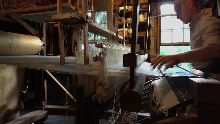 Double harness jacquard weaving with ground harness and crossed shed.