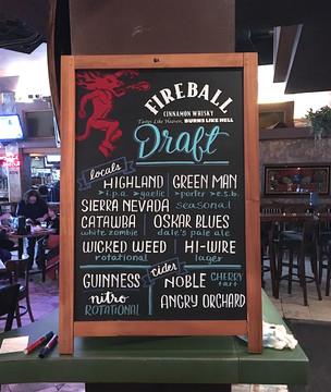FRECKLES + INK // chalkboard lettering, bar menu, draft list, B2B, business-to-business, local biz, chalkboard