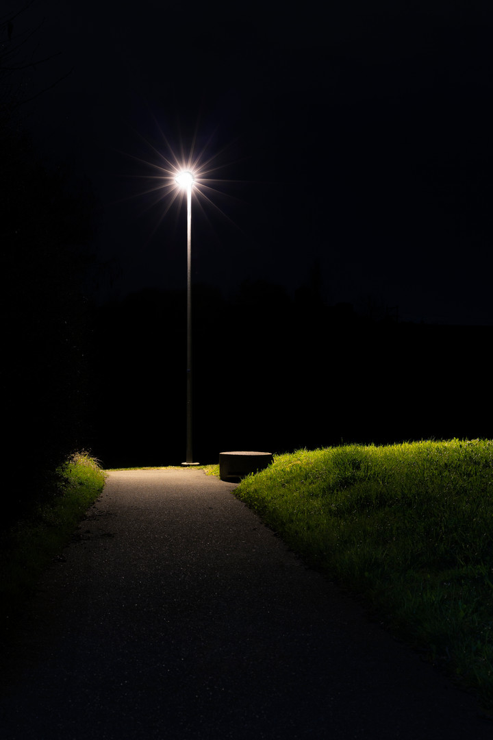 beacon leuchtfeuer street lamp light licht lamppost pole strassenlampe night nacht