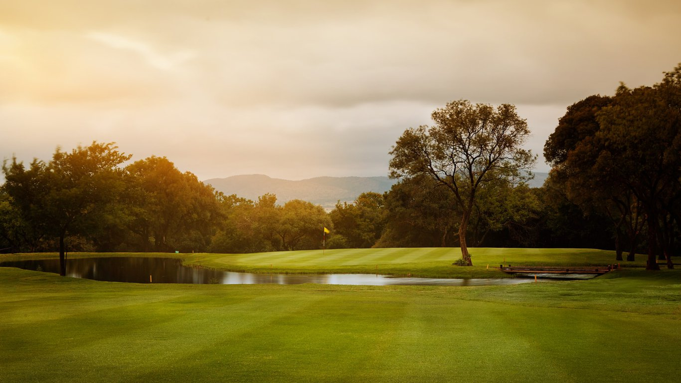 Magalies-Park-Golf-Course-2-Etienne-2014_-_Copy_Copy.jpg.1366x768_q85_crop_upscale