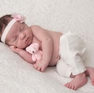 newborn sur fond de dentelle