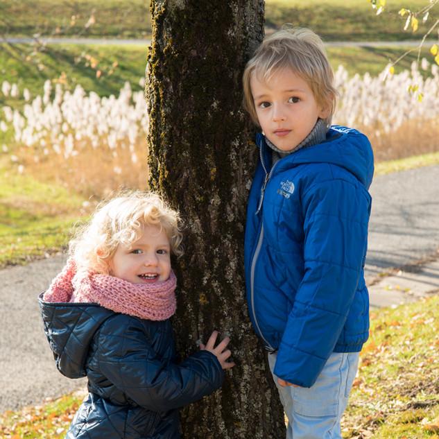 portrait de deux jeunes enfants