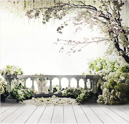 fond de scène balcon et fleurs blanches