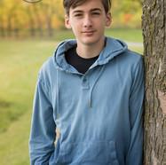 portrait extérieur d'un adolescent