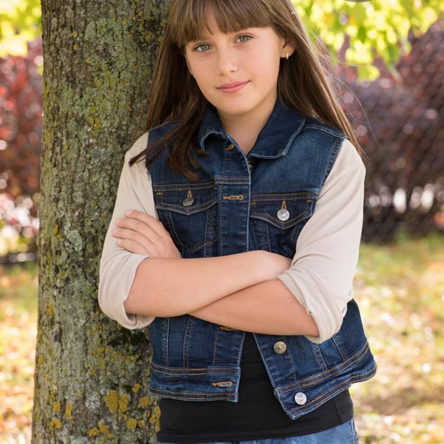 portrait extérieur d'une adolescente