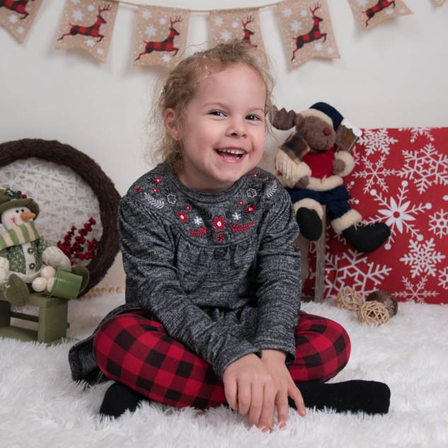 portrait d'enfant avec décor de Noël