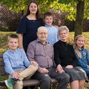 portrait des grands-parents avec leurs petits enfants
