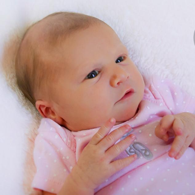 portrait d'une petite fille de 3 semaines