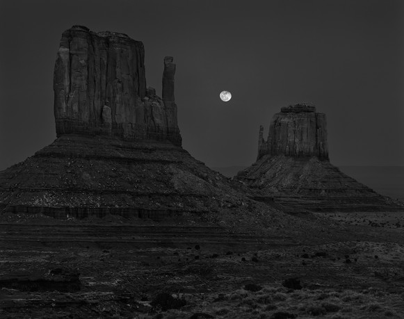 MOONRISE, THE MITTENS, MONUMENT VALLEY
