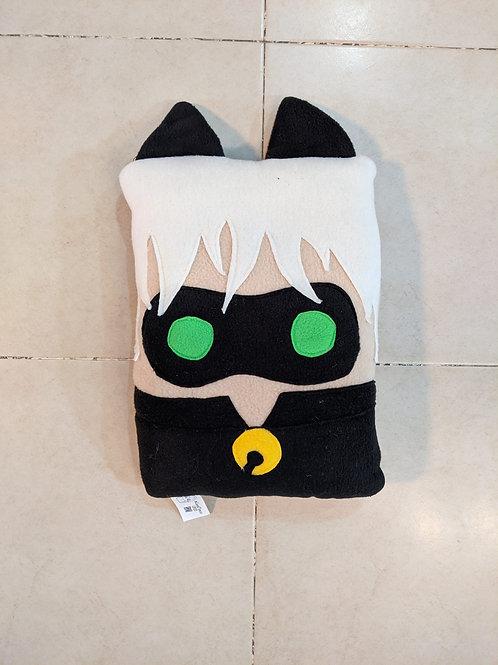כרית בהשראת חתול שחור - החיפושית המופלאה