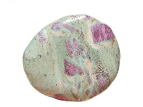 Rubis sur Zoïsite galet pierre plate