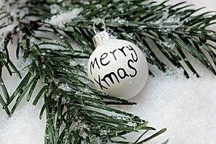 christmas-bauble-1797858_1280.jpg