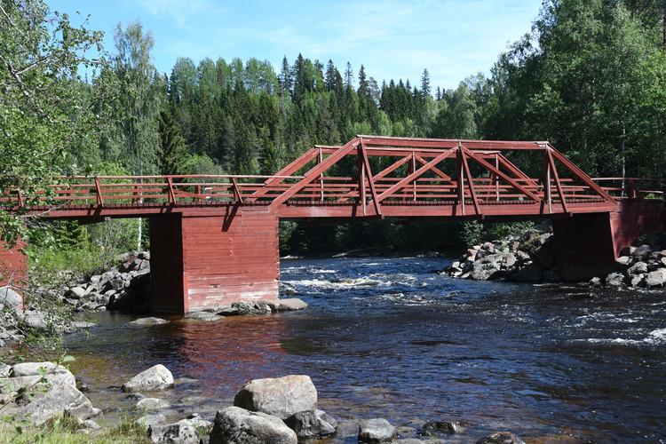 Bron över älven