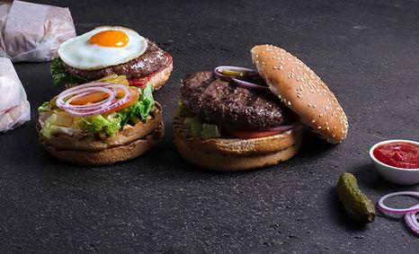Deux délicieux hamburgers