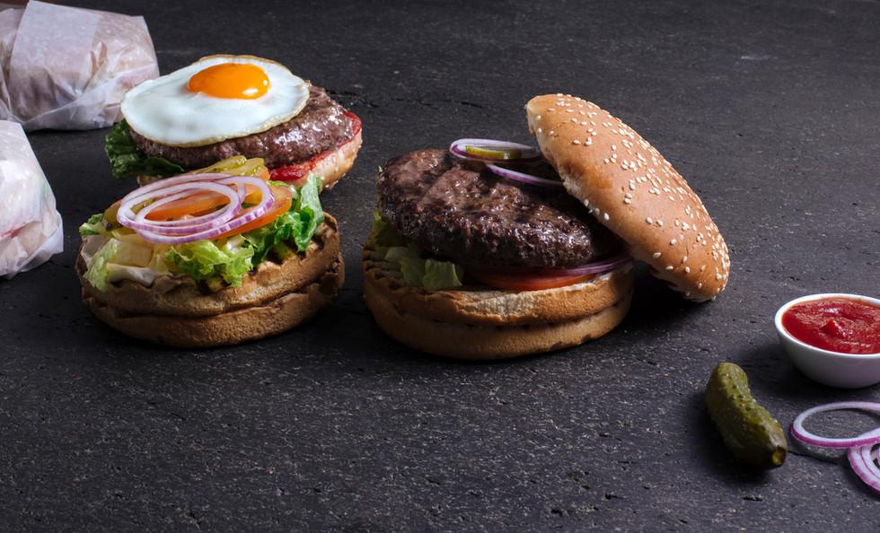 Два Вкусные гамбургеры