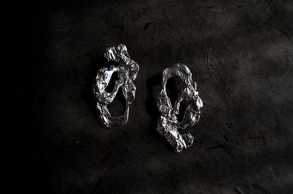 The Drops of Fire Earrings by Zhao Chengcheng