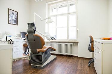 David Diaz, Regensburg, Innenstadt, Zahnarzt, Zahnarztpraxis, Implantologie, Qualität, Bleaching, modern,