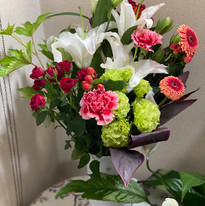 いただいたお花は、お教室の玄関に。