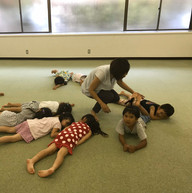 緊張と弛緩の体感運動、【弛緩】を表現する子供たち