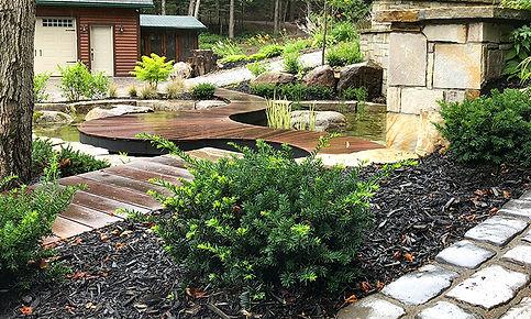bassin-eau-passerelle-bois.jpg
