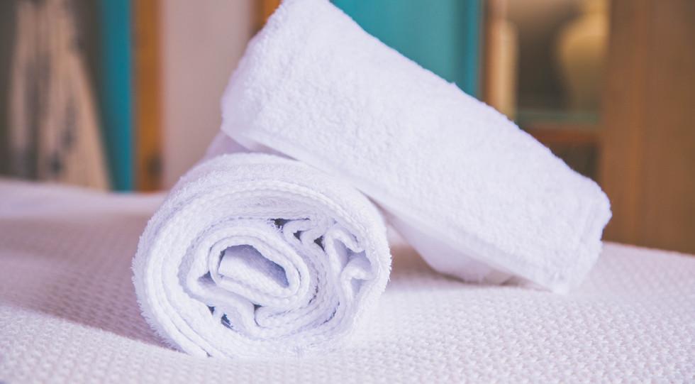 Fresh bath and hand towels