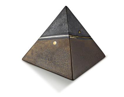 piramide marmo scura.jpg