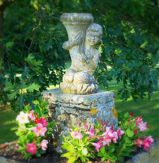 Fontaine du Chateau Lartus