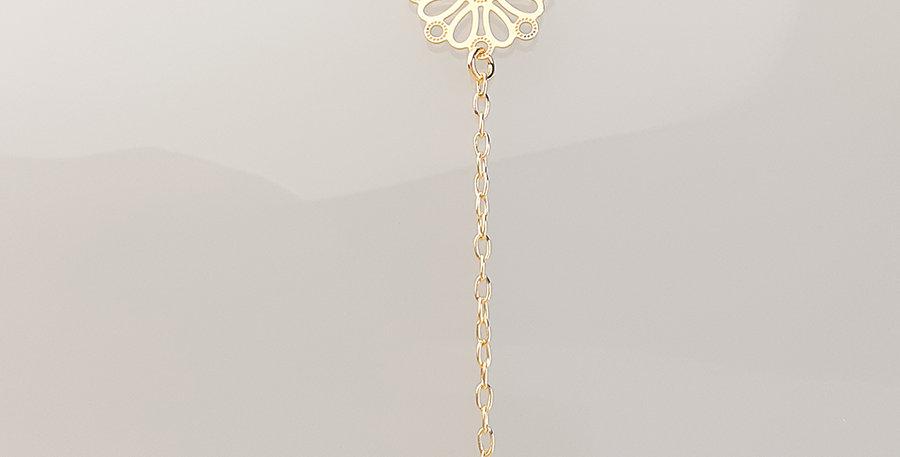 Colar gravatinha mini pingente floral com strass