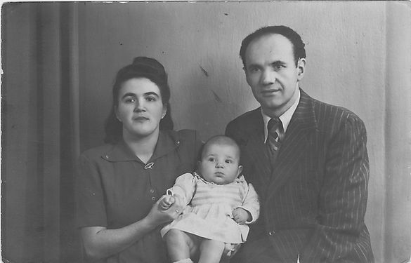 Esther, Max and Bernice 1948.jpg