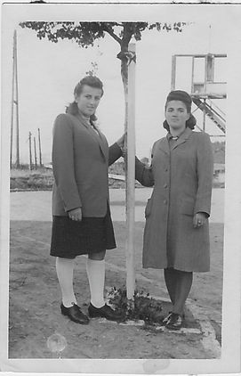 Esther and Mania 1945 (_)_2.jpg