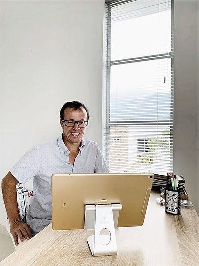 Coah Daniel y computador