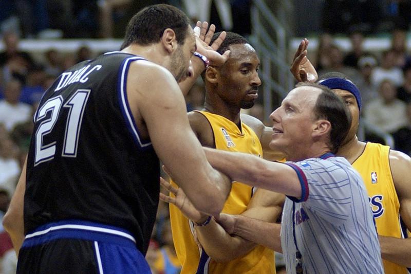 lakers_kings_2002_NBA_Around_the_Game