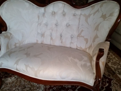 Victorian Loveseat / SPECIAL OFFER: 12 % off for all members
