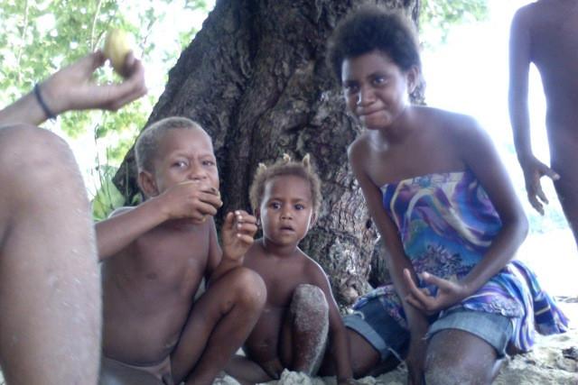 Children sharing mangos